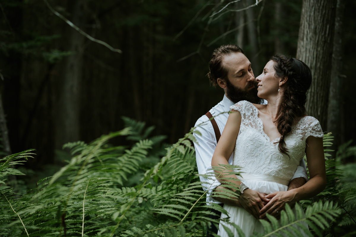 montreal-wedding-photography-Rustic-nature-outdoor-couple