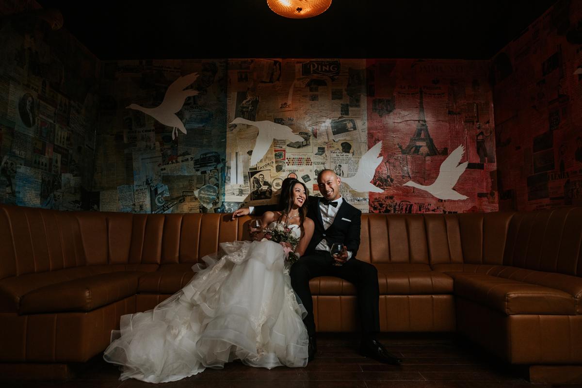 montreal-wedding-bride-groom-club-peopl