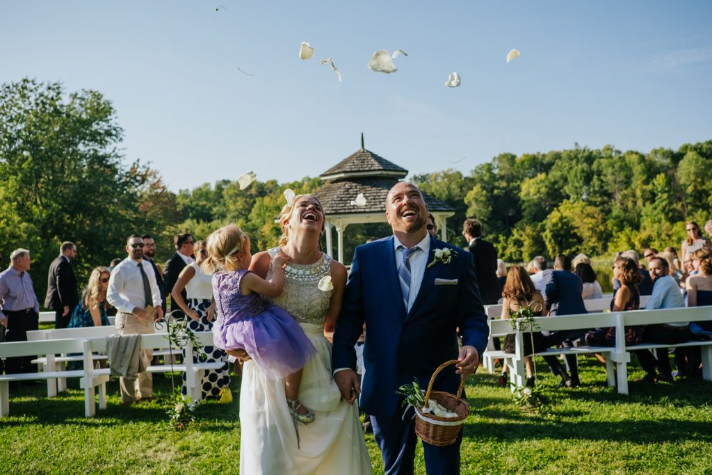 Montreal-rustic-wedding-photography-au-vieux-moulin-rigaud-16